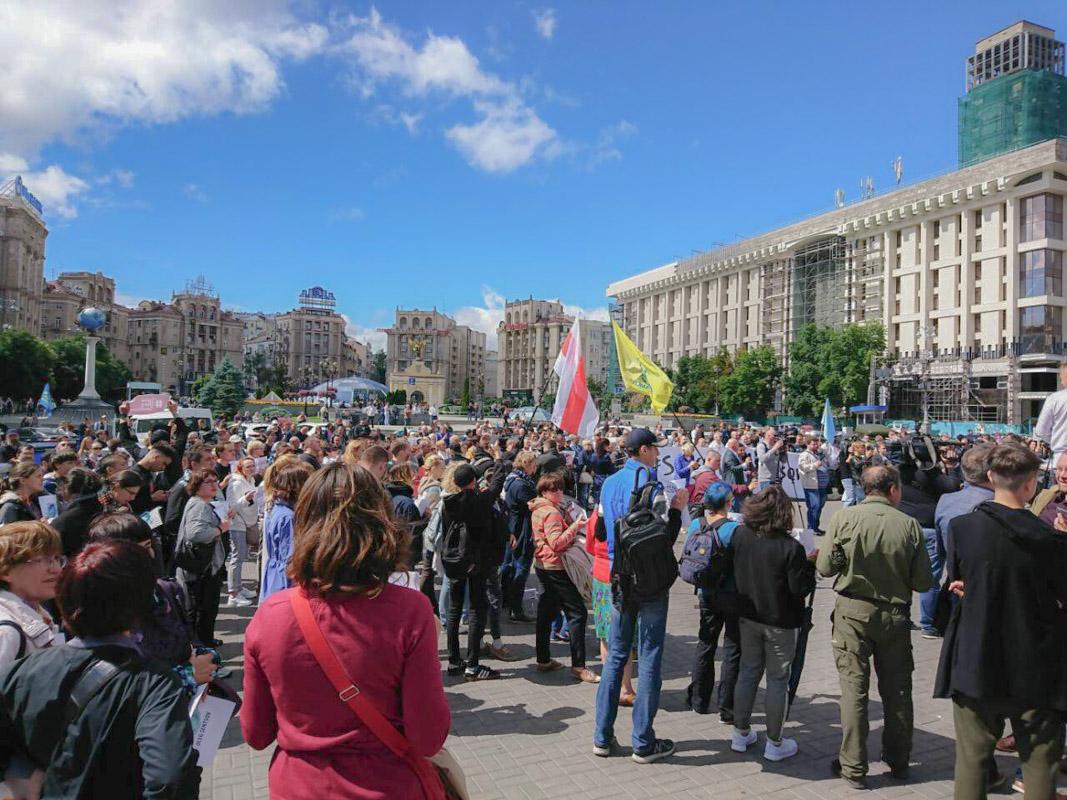 Отметили, что вся украинская диаспора в разных странах мира сегодня вышла на акцию