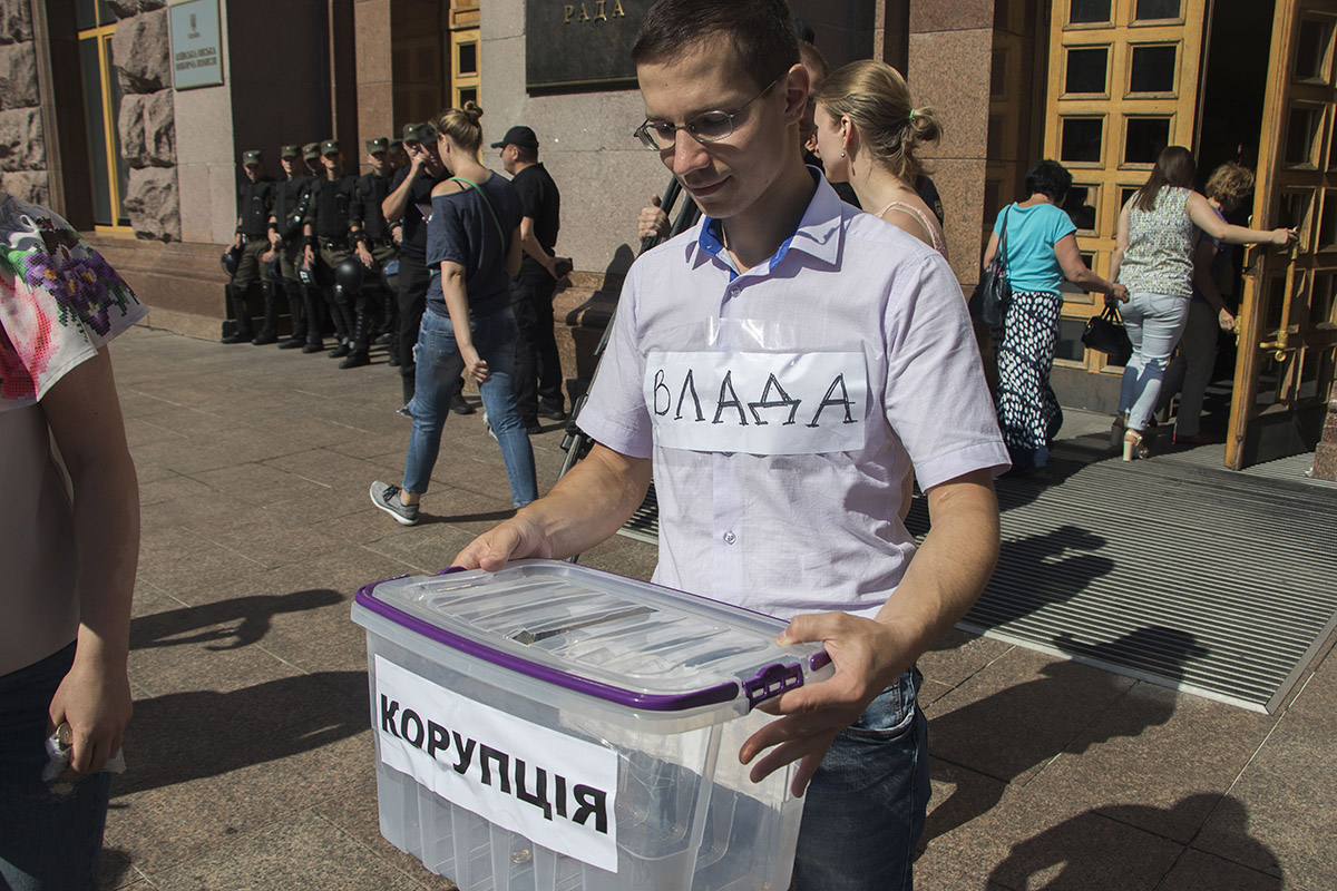 Участники акции считают, что в столичной подземке процветает коррупция