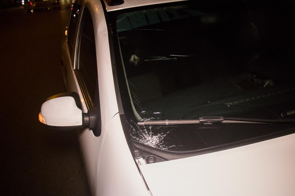В ночь на 19 июля в Киеве на улице Гната Хоткевича Renault Logan сбил мужчину