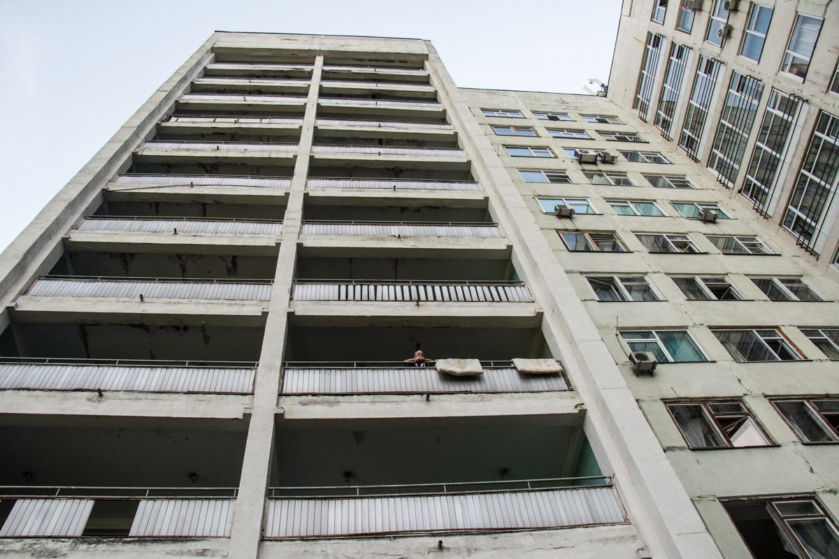Мужчина спрыгнул с 9 этажа