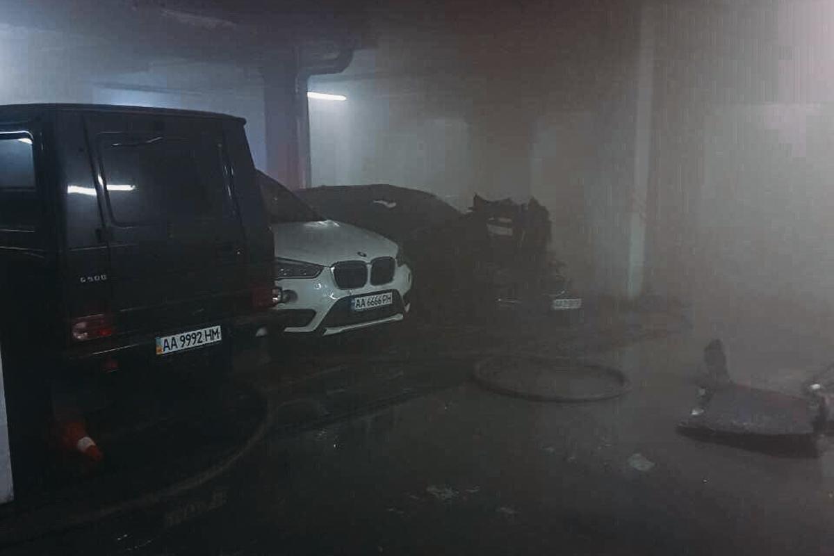 Неизвестные сожгли элитный автомобильBMW