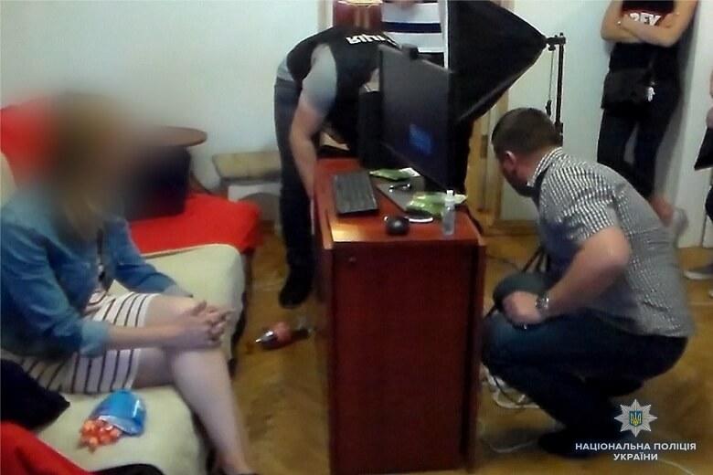 В одной из квартир Шевченковского района столицы сотрудники полиции задержали организаторов порнобизнеса