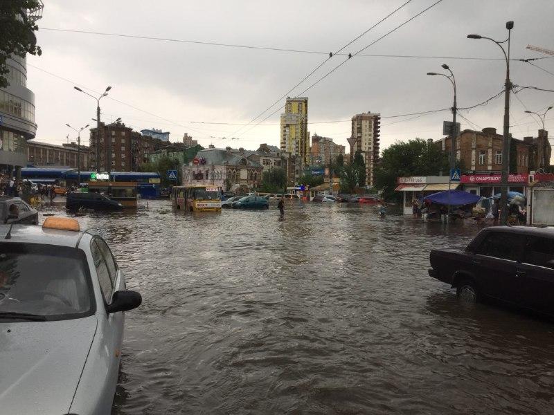 """Потоп около станции метро """"Лукьяновская"""""""