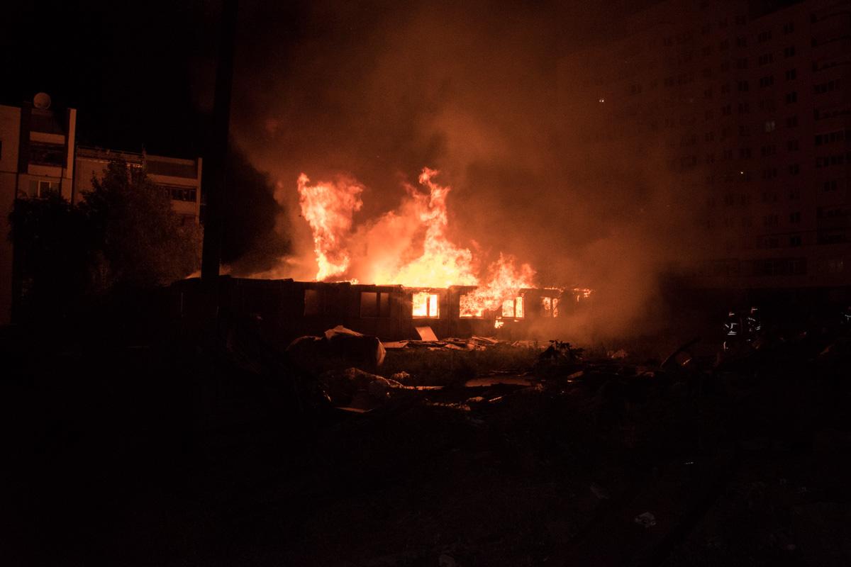 9 июля в Киеве в Бортничах загорелось деревянное одноэтажное здание