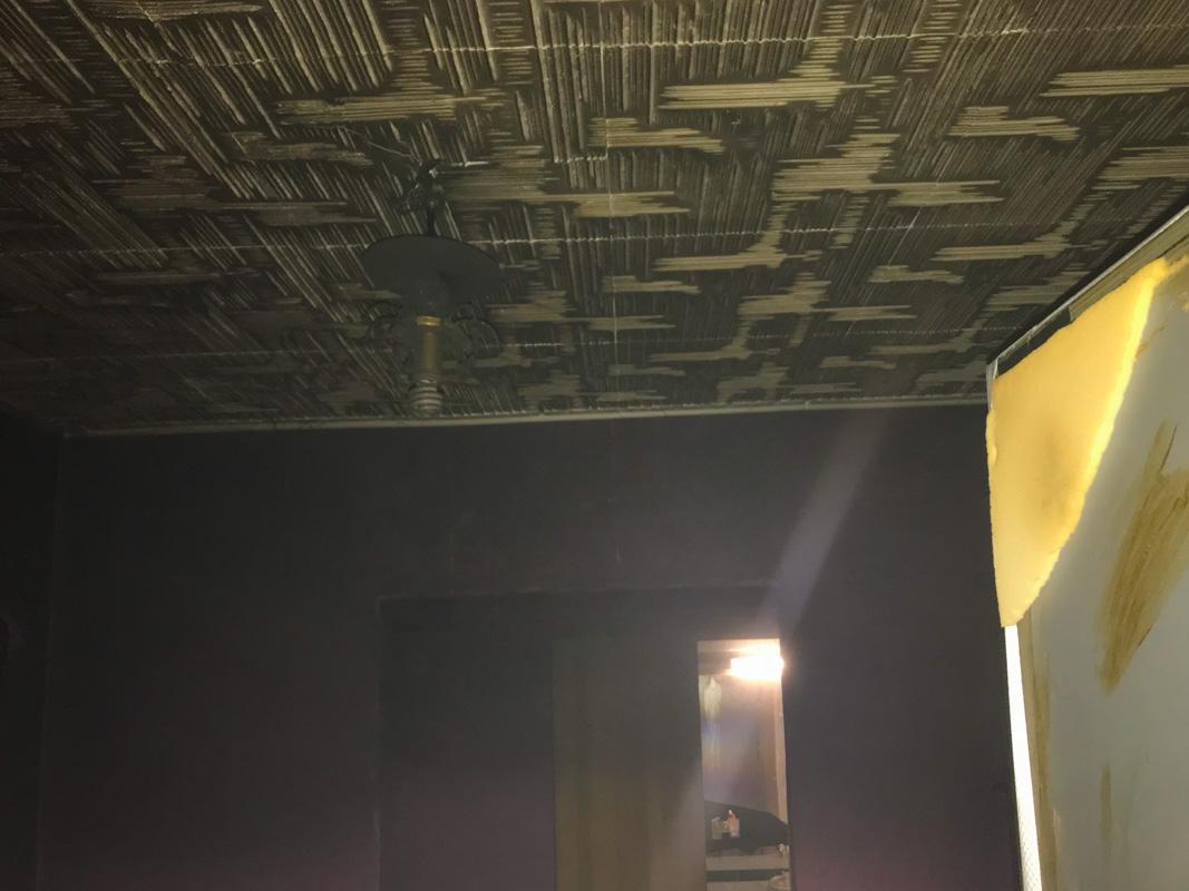 В квартире закопчены стены и потолок