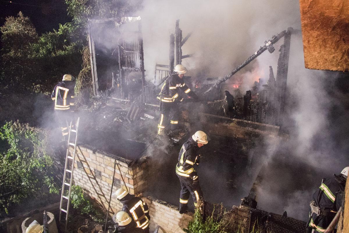 Два этажа дома сгорели полностью