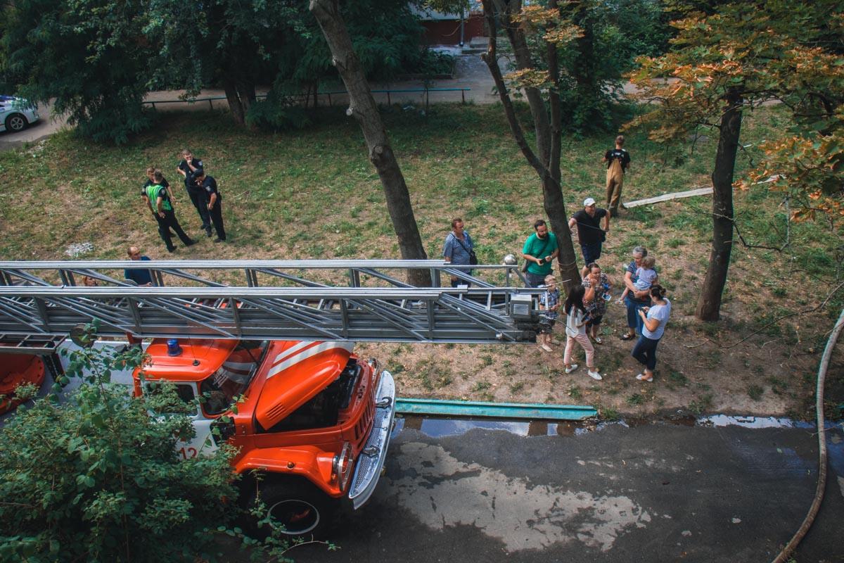 По словам соседей, виновником пожара является именно он – это уже третий подобный случай