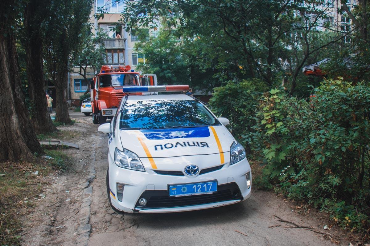 Спасатели прибыли на место в составе трех машин