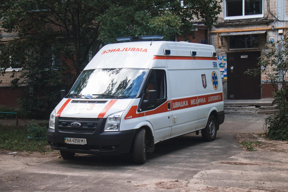 Работники скорой госпитализировали мужчину в тяжелом состоянии