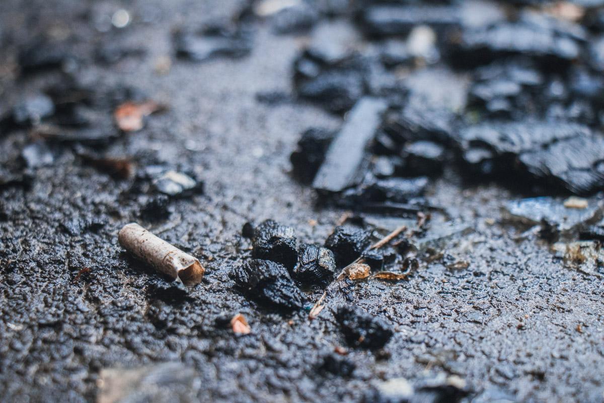 Жильцы этого дома также рассказали, что мужчина часто выпивал и курил на балконе