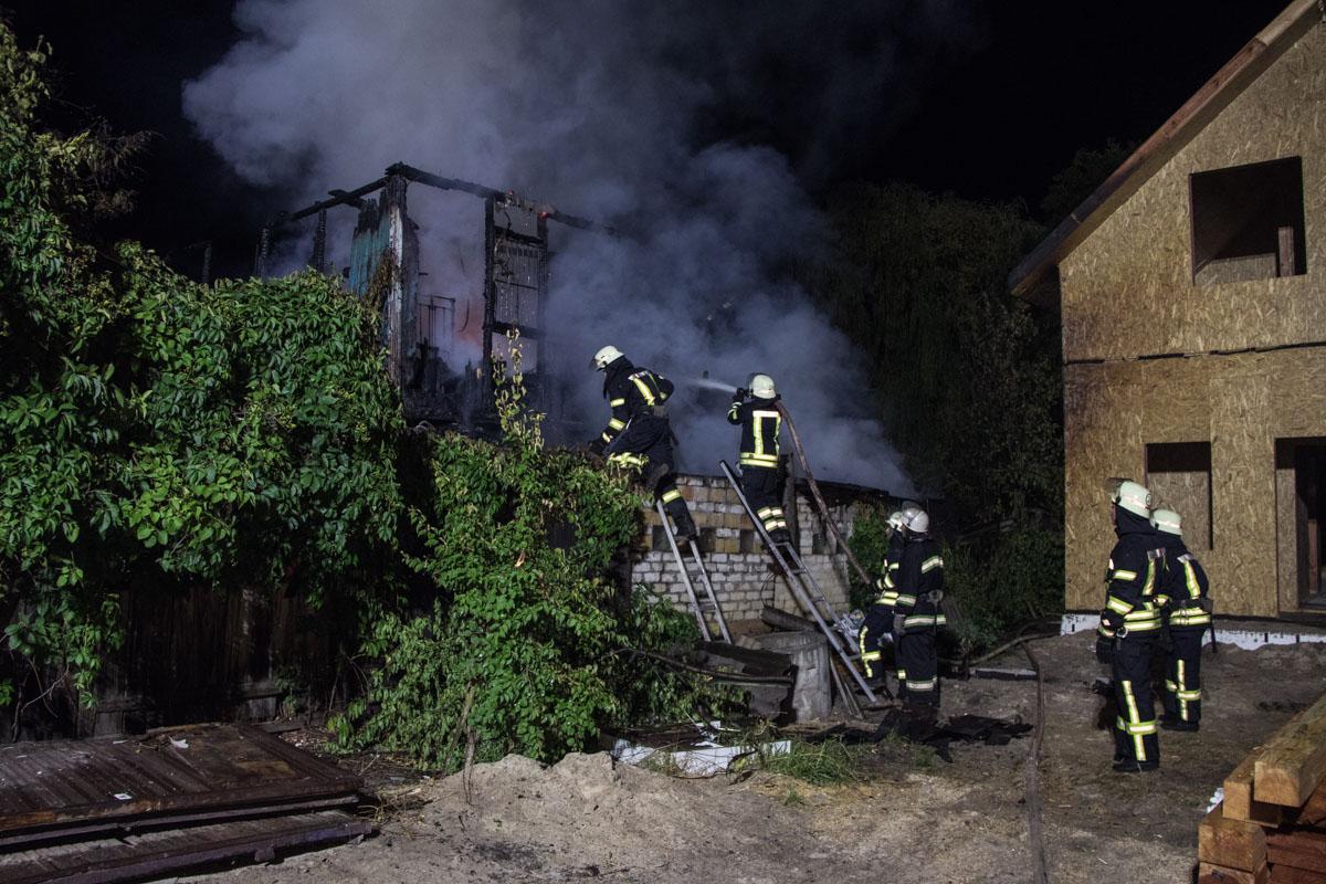 В ночь на 10 июля на Осокорках горел двухэтажный частный дом