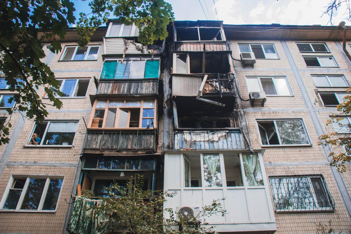 В Киеве по адресу Туполева, 20а горел пятиэтажный дом
