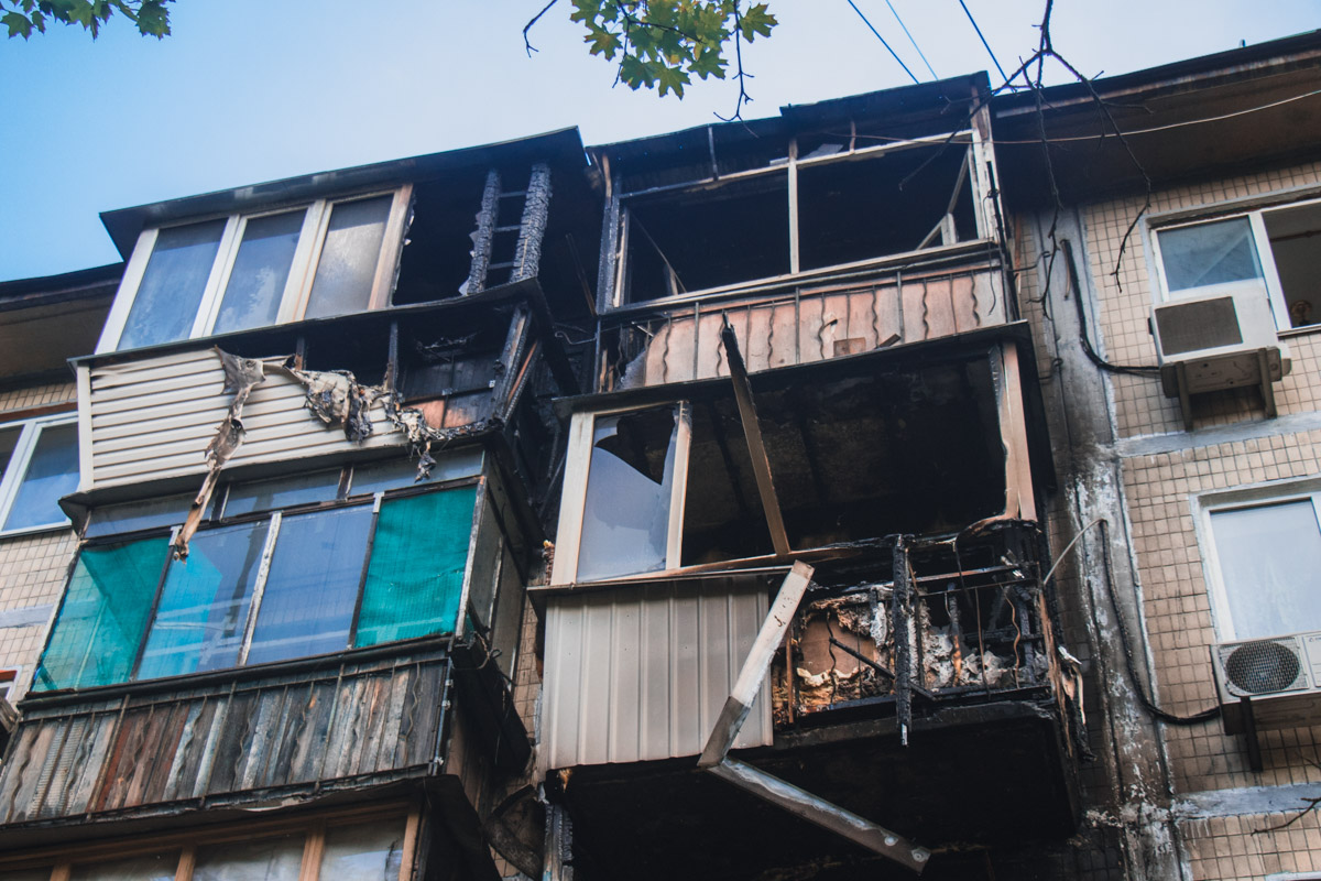 Пожар охватил целых четыре квартиры
