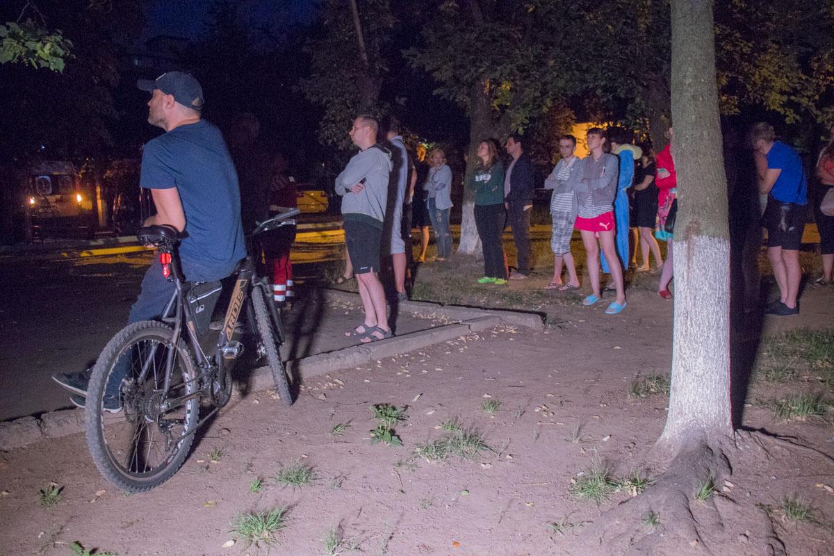 Сотрудники патрульной полиции вывели на улицу 20 человек