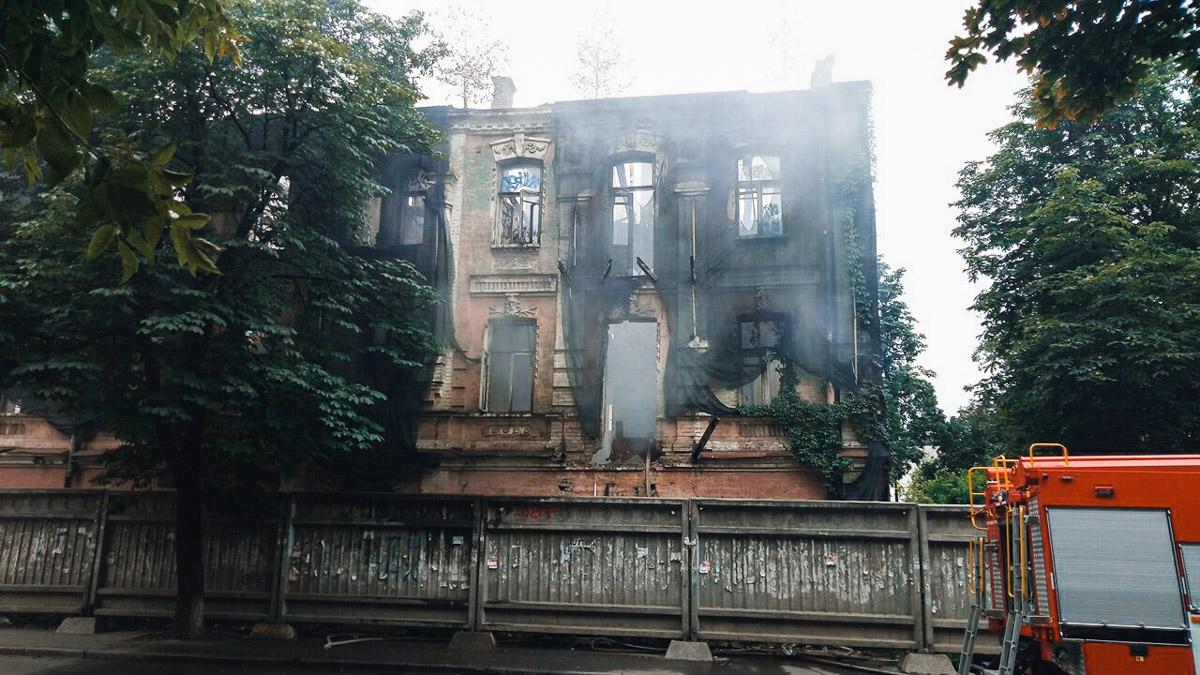 """Заброшенное здание находится возле кинотеатра """"Жовтень"""""""