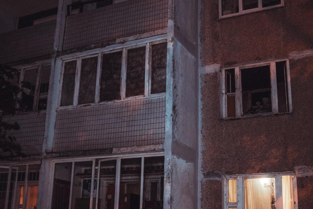 Из огня вывели двоих мужчин, которые находились в квартире