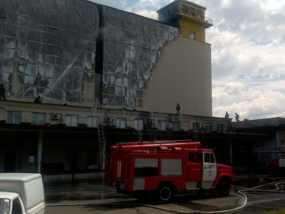 """Загорелось четырехэтажное здание комбината """"Прогресс"""""""