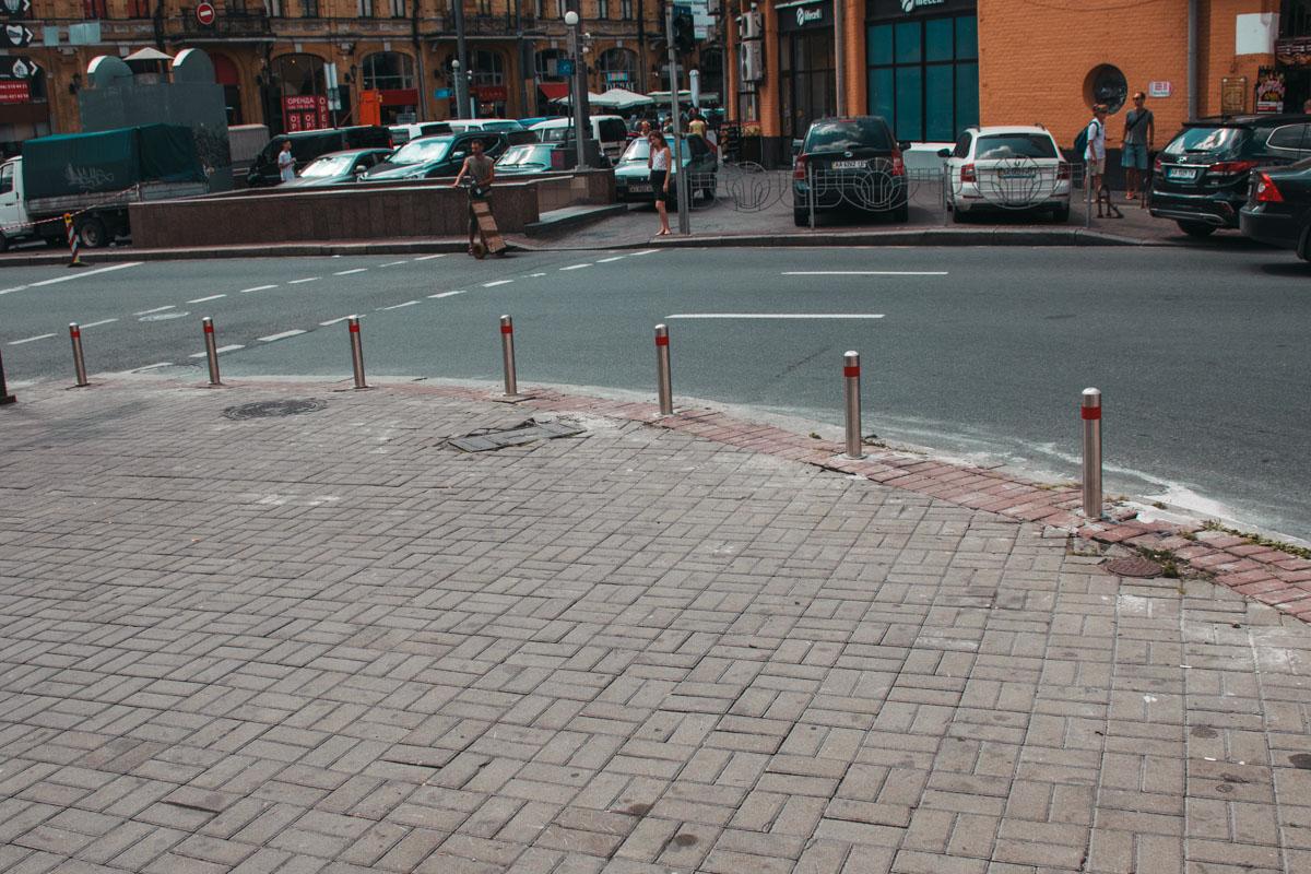 Это делается для удобства и безопасности пешеходов и автомобилистов