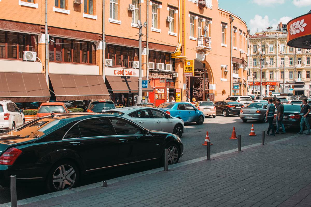 Одно из самых проблемных мест для парковки- Бессарабская площадь