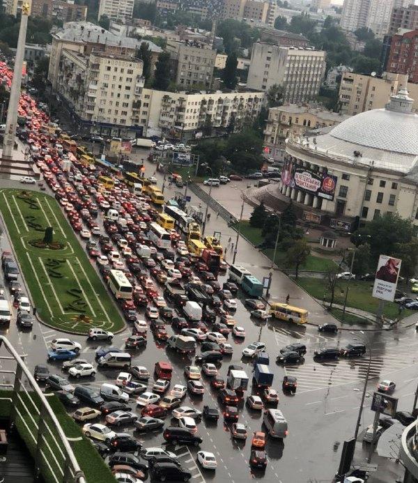 Пробка на площади Победы
