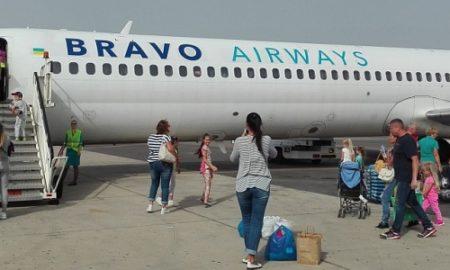 Перепутали аэропорт, 9 раз переносили рейс и посадили в неисправный самолет: в Киеве разгорелся скандал вокруг известного туроператора