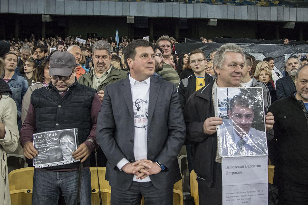 Поддержать Сенцова пришли обычные люди и политики