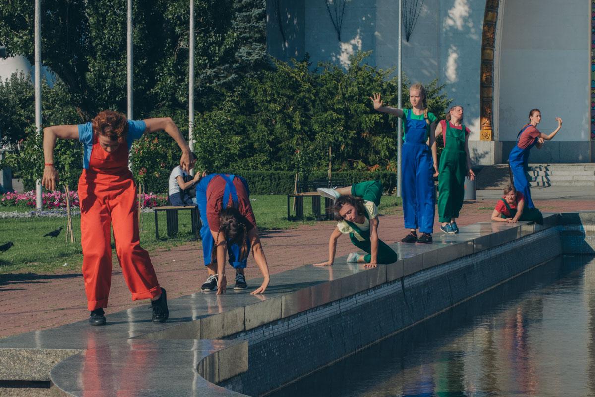 Актеры изображали статуи и фонтана