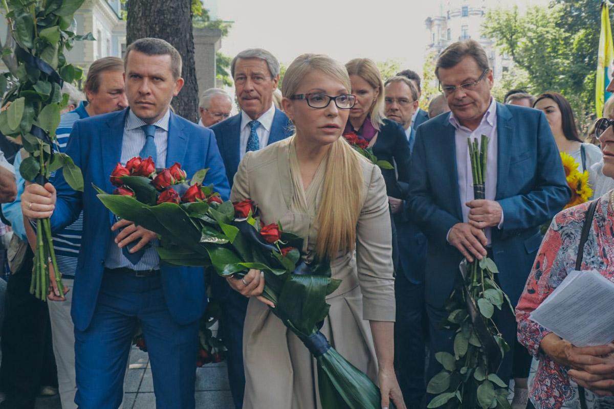 Попрощаться с отцом украинской независимости пришла Юлия Тимошенко