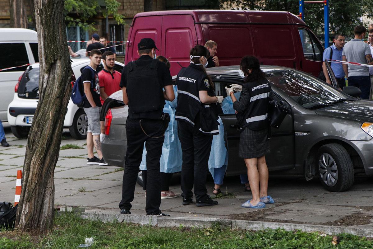Труп в авто заметила мимо проходящая женщина