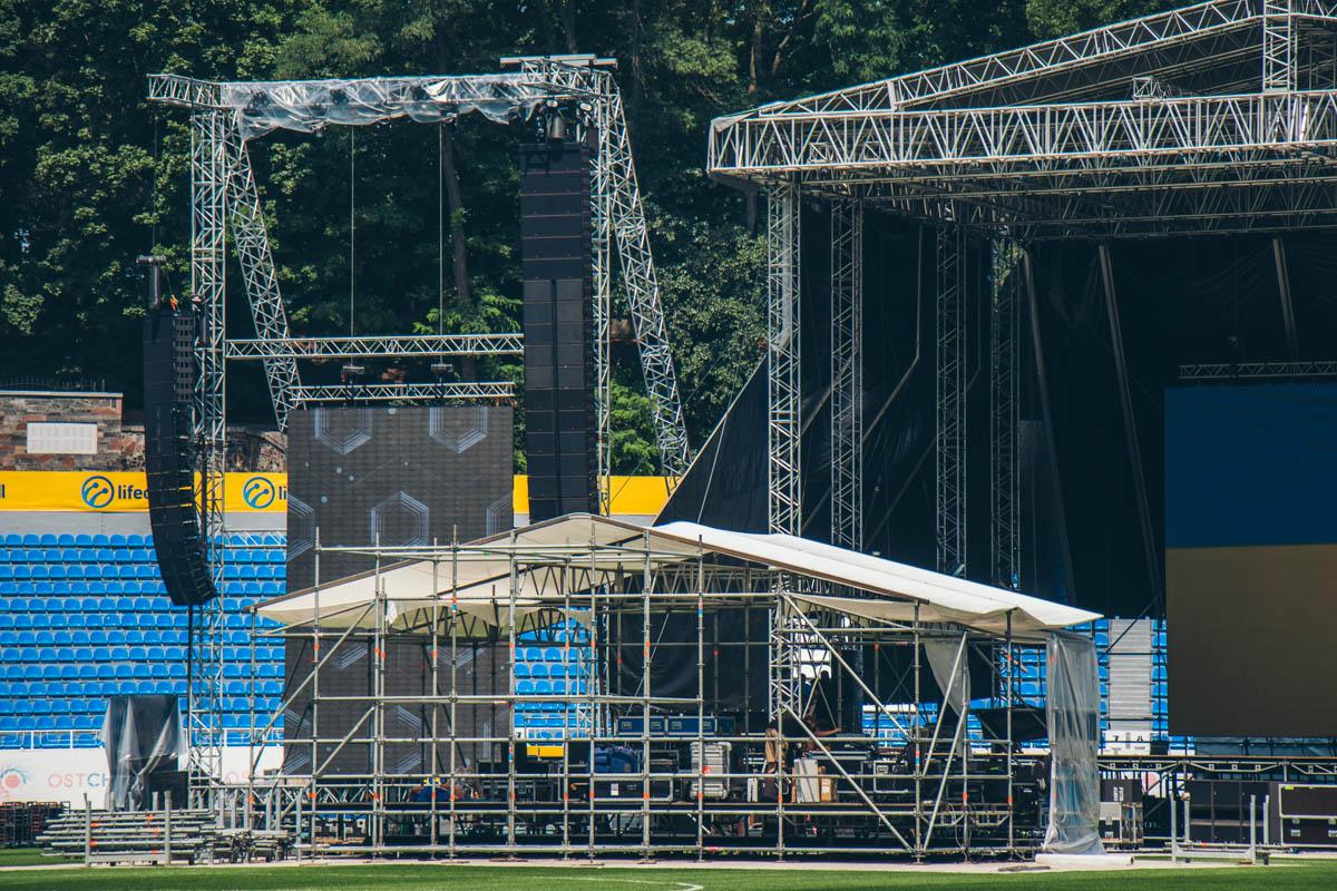 """На стадионе """"Динамо"""" ведутся последние приготовления перед фестивалем UPark"""