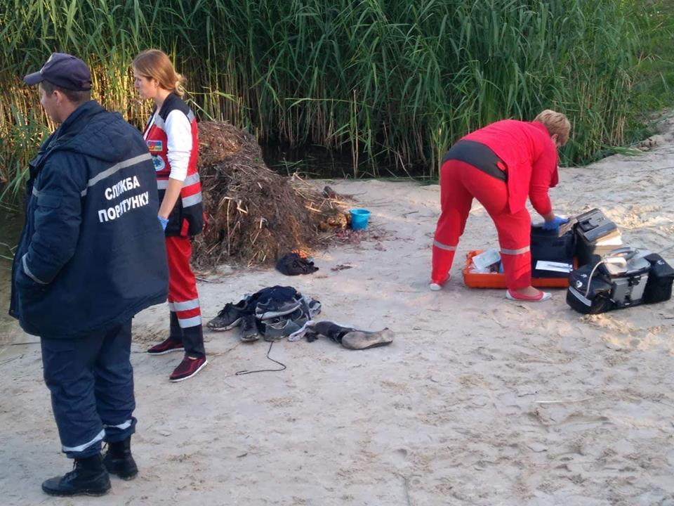 Медики пытались реанимировать парня, но, к сожалению, спасти не удалось. Фото: Влад Антонов