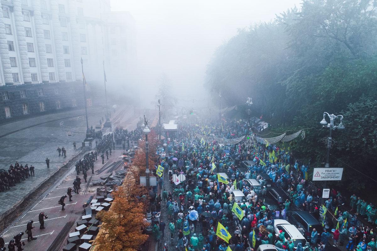 Центр Киева заволокло дымом