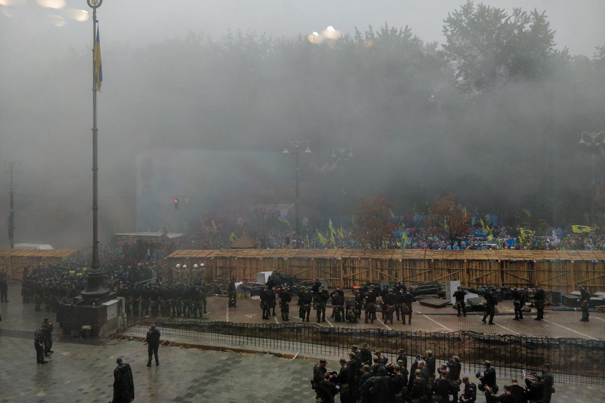 Полиции под Кабмином много, но акция проходит относительно мирно