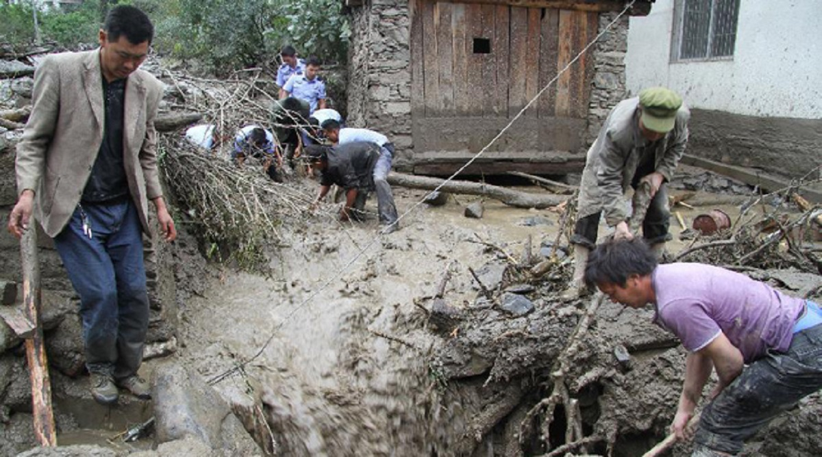 В результате схода селевого потока на юго-западе Китая погибли четыре человека