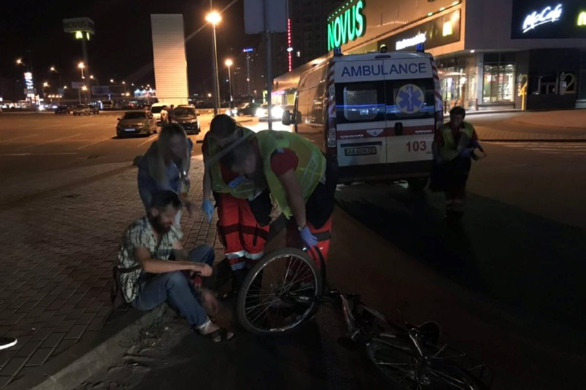 От госпитализации велосипедист он отказался
