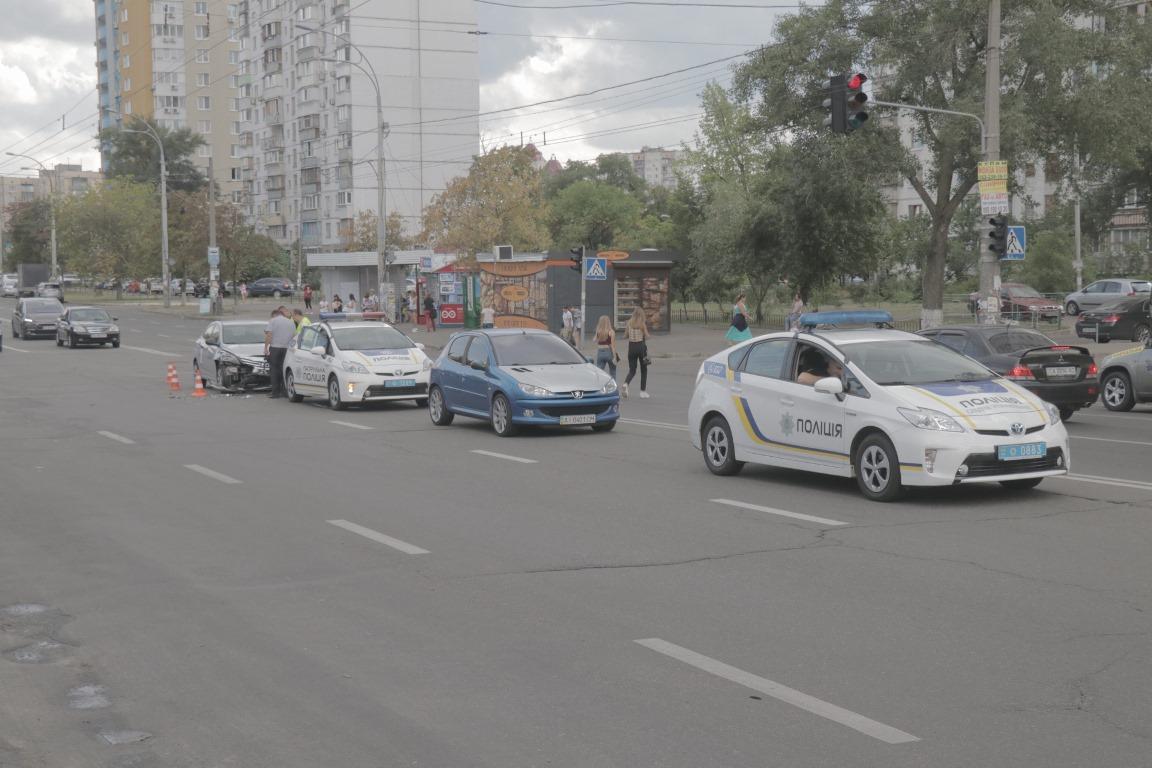 12 августа по адресу проспект Героев Сталинграда, 46 произошла авария с участием такси Uber и автомобиля Lada 2170
