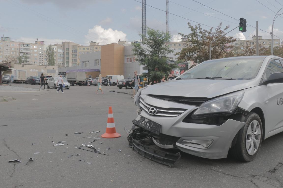 В момент столкновения в такси сидели 2 пассажира