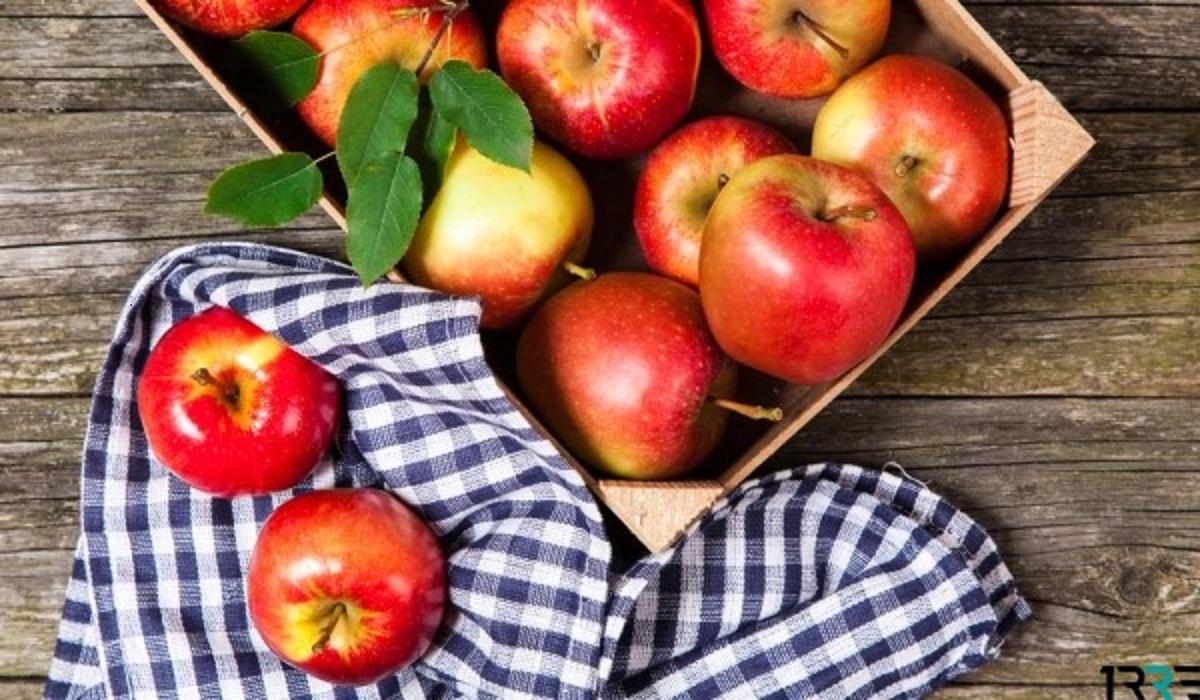 На праздник в церкви освещают фрукты и мед