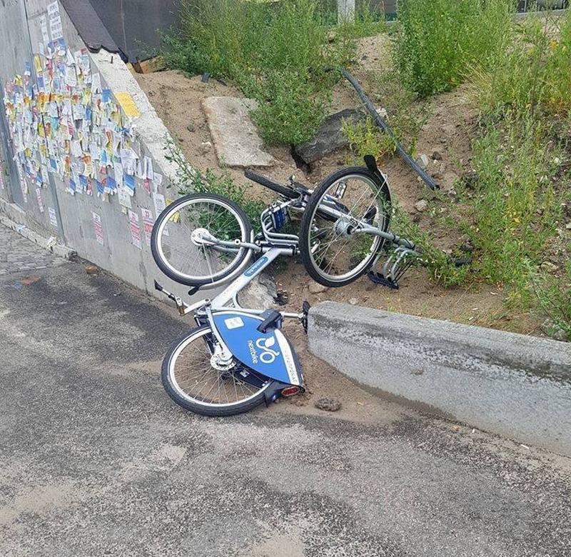 Оставшиеся велосипеды брошены через несколько метров от стоянки