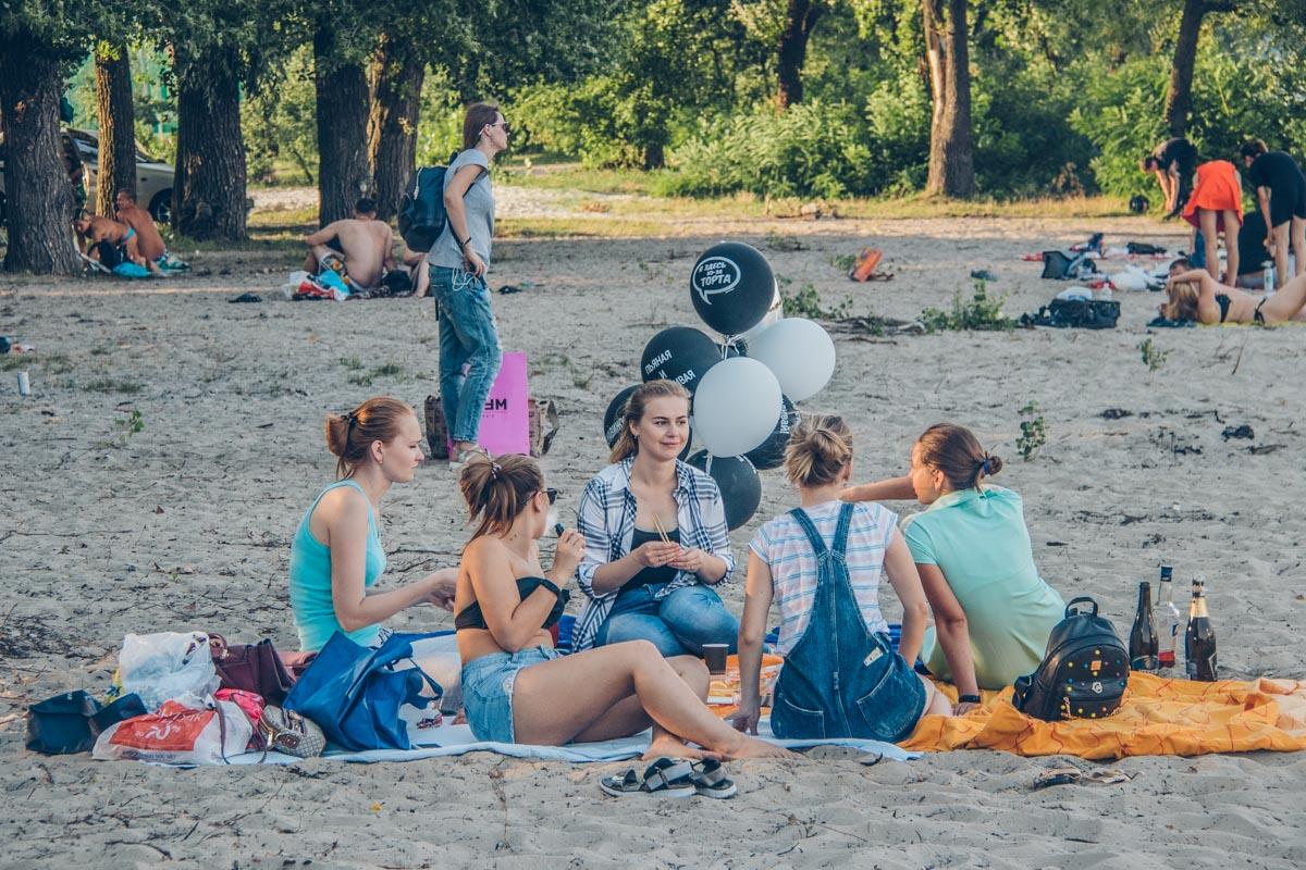 Почему бы не устроить на пляже настоящий пикник