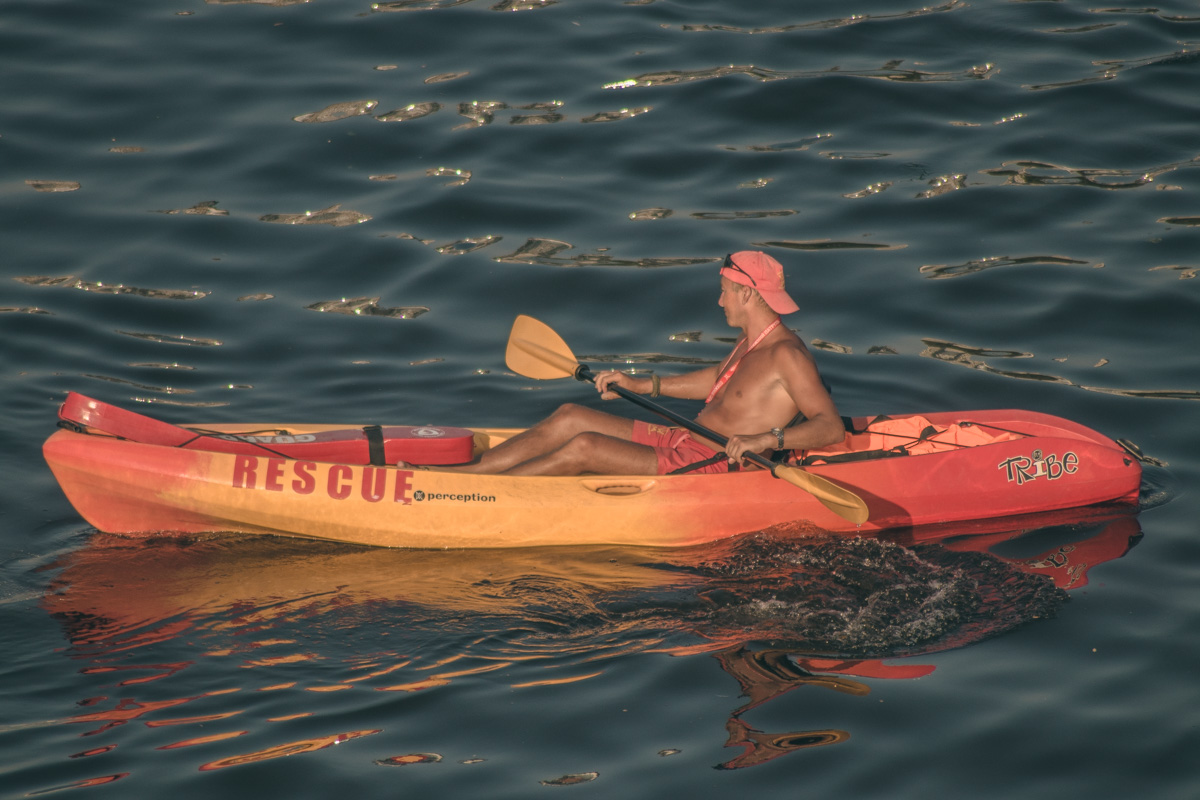 Спасатели пристально следили, чтобы ничто не омрачило людям отдых