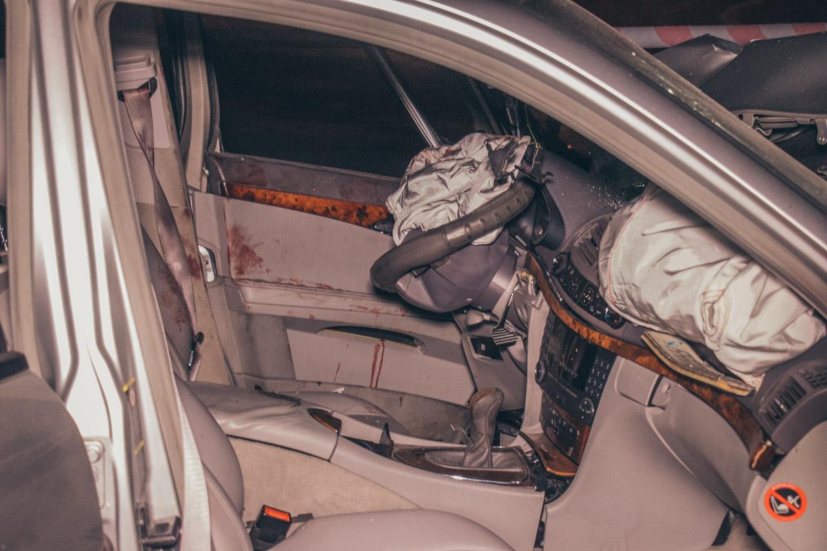 В результате ДТП водителя Mercedes госпитализировали в больницу
