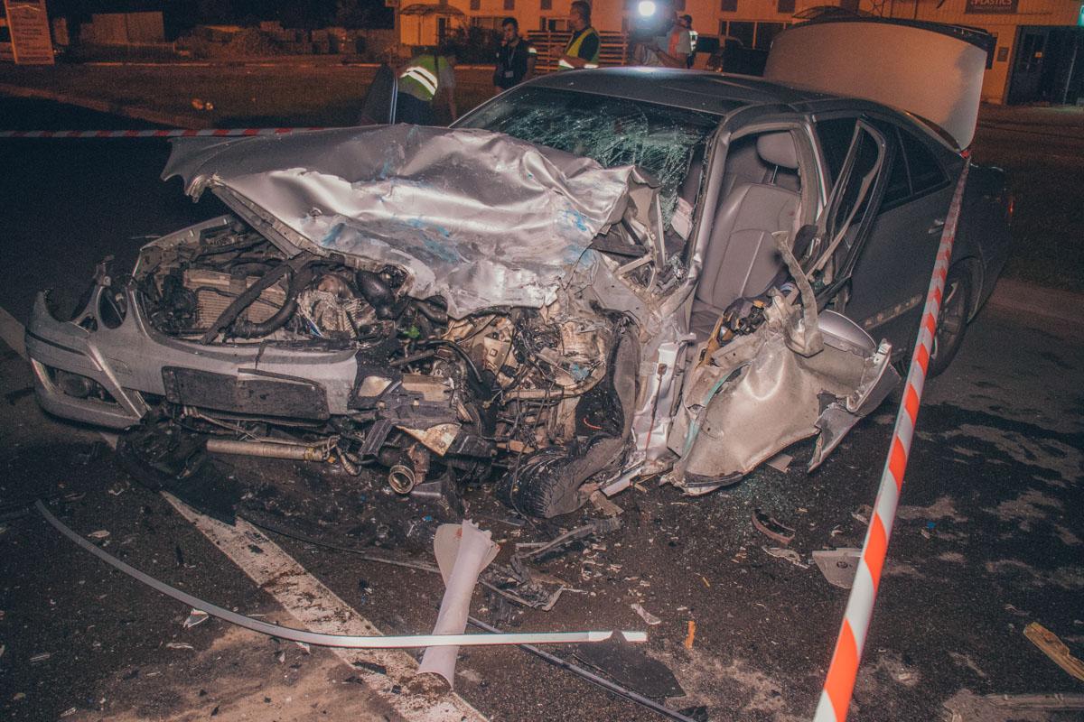 Mercedes ехал по улице Лебединской в сторону Полярной