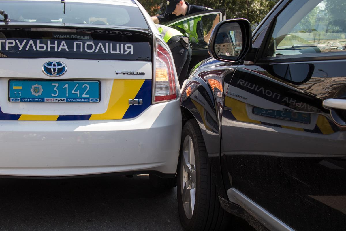 Однако он врезался в полицейский Prius