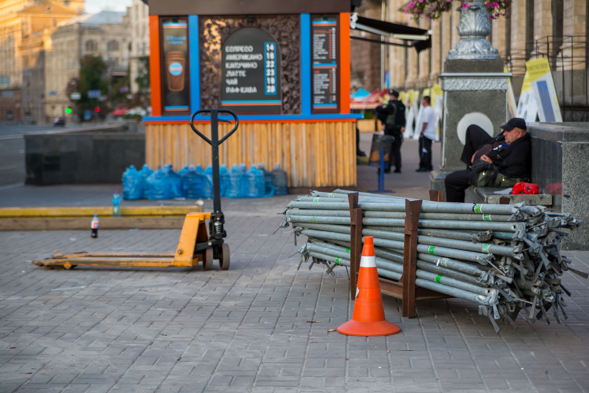 На Майдане продолжается демонтаж