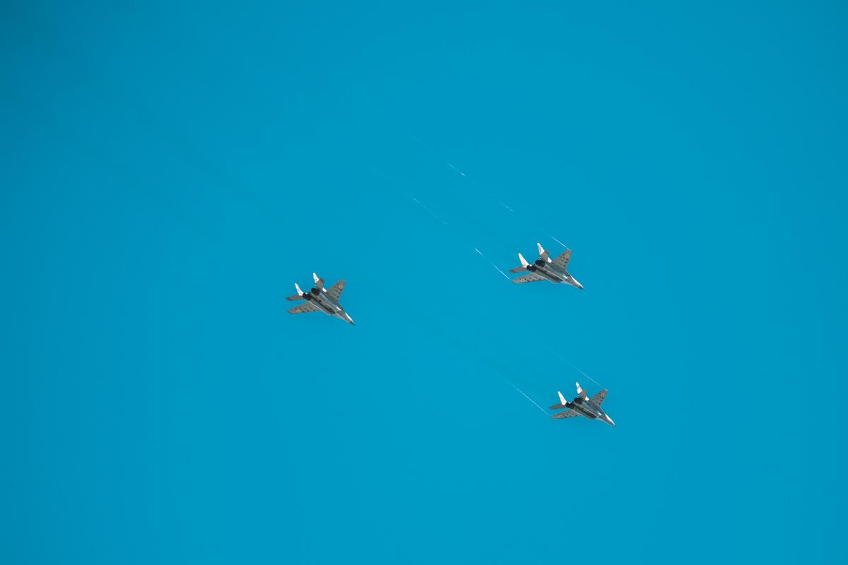 Мастера пилотажа в небе над Киевом