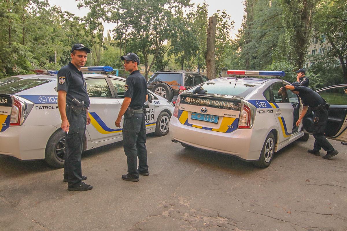 Меньше, чем за час, полиции удалось поймать злоумышленников, однако одному удалось скрыться