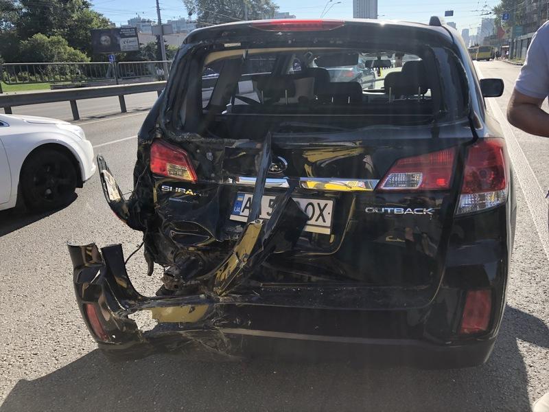 По предварительным данным правоохранителей, авария случилась из-за несоблюдения допустимой дистанции
