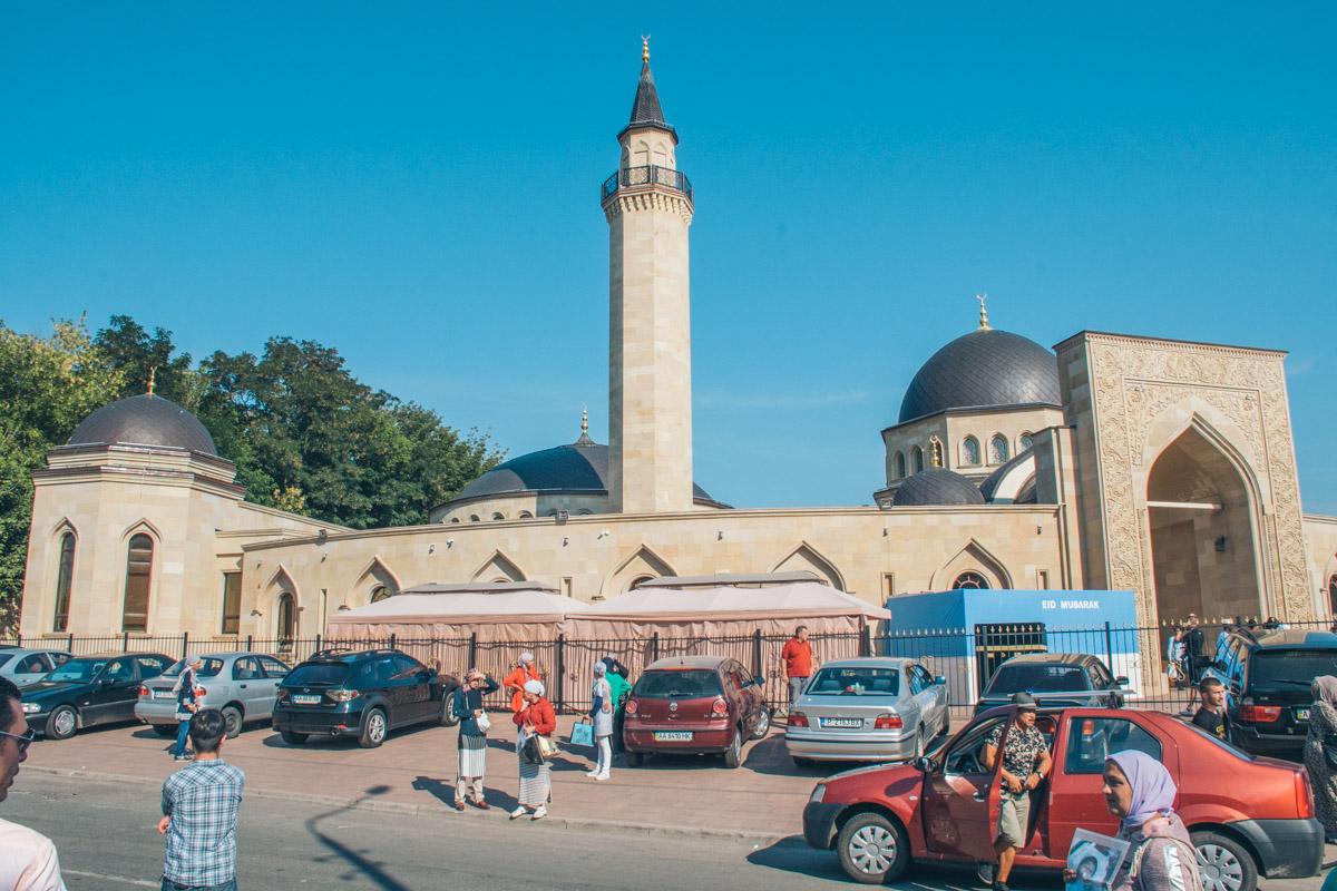 "В мечети ""Ар-Рахма"" состоялся большой мусульманский праздник Курбан-Байрам"