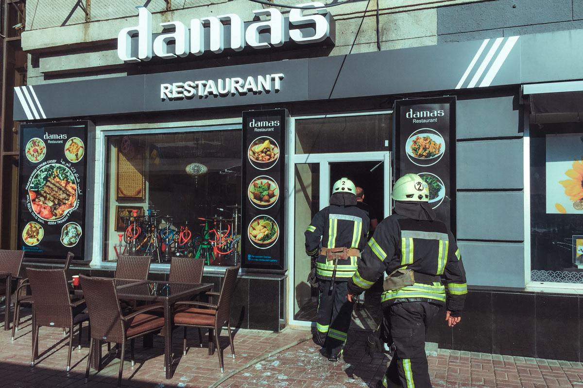 25 августа в Киеве по адресу Крещатик, 12 загорелся ресторан Damas